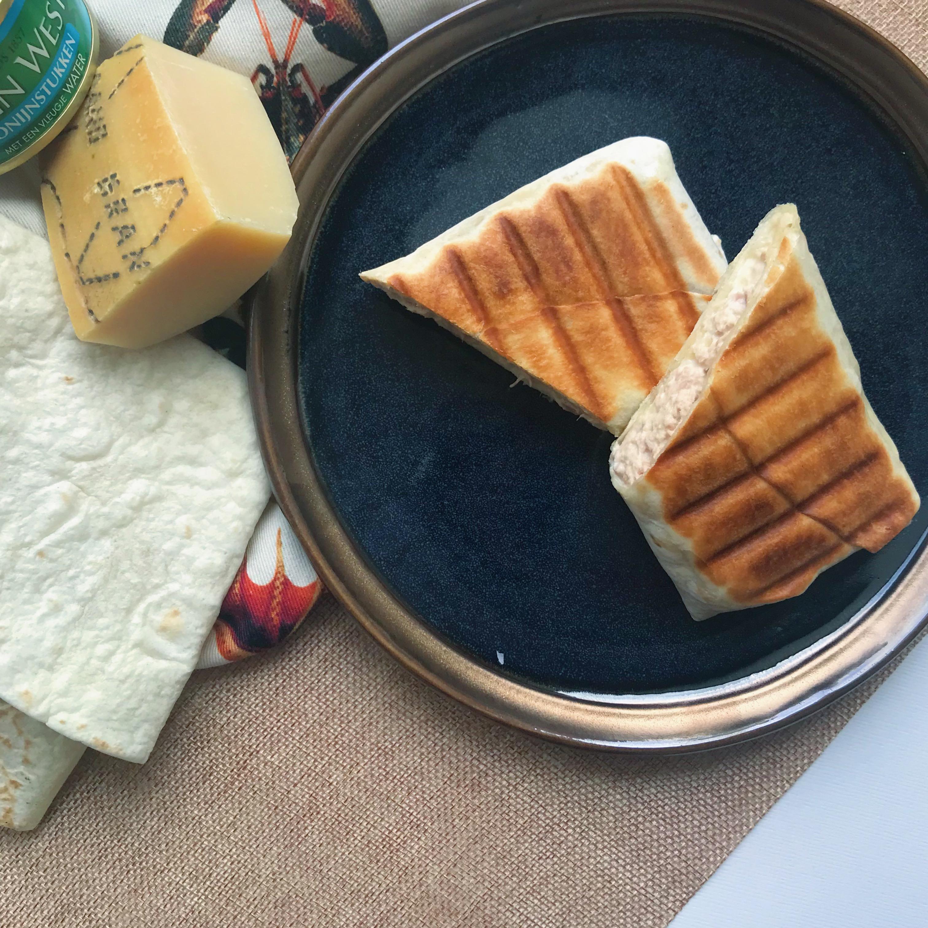 Foodblogswap April: Tuna melt wrap