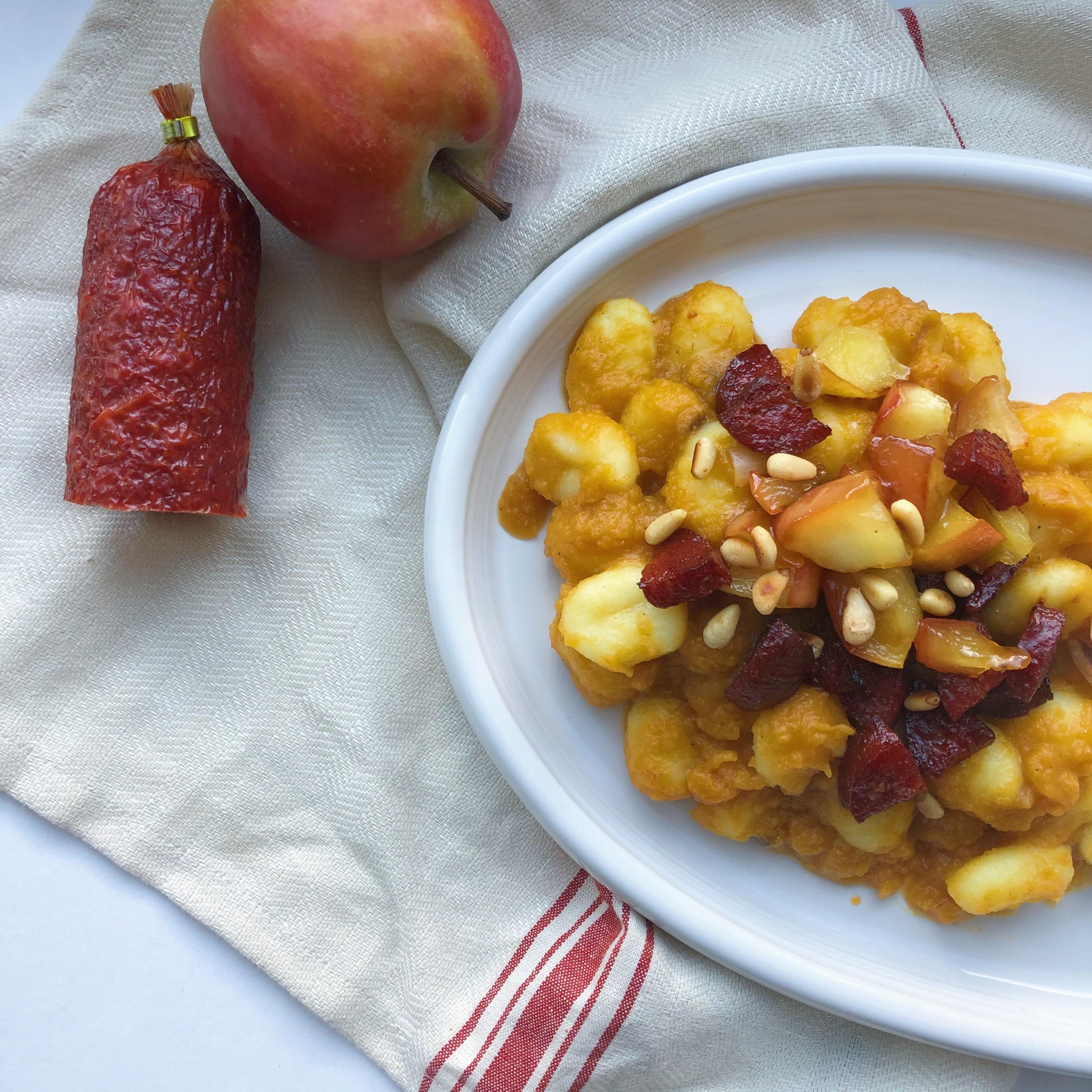Gnocchi met pompoensaus, chorizo en appel