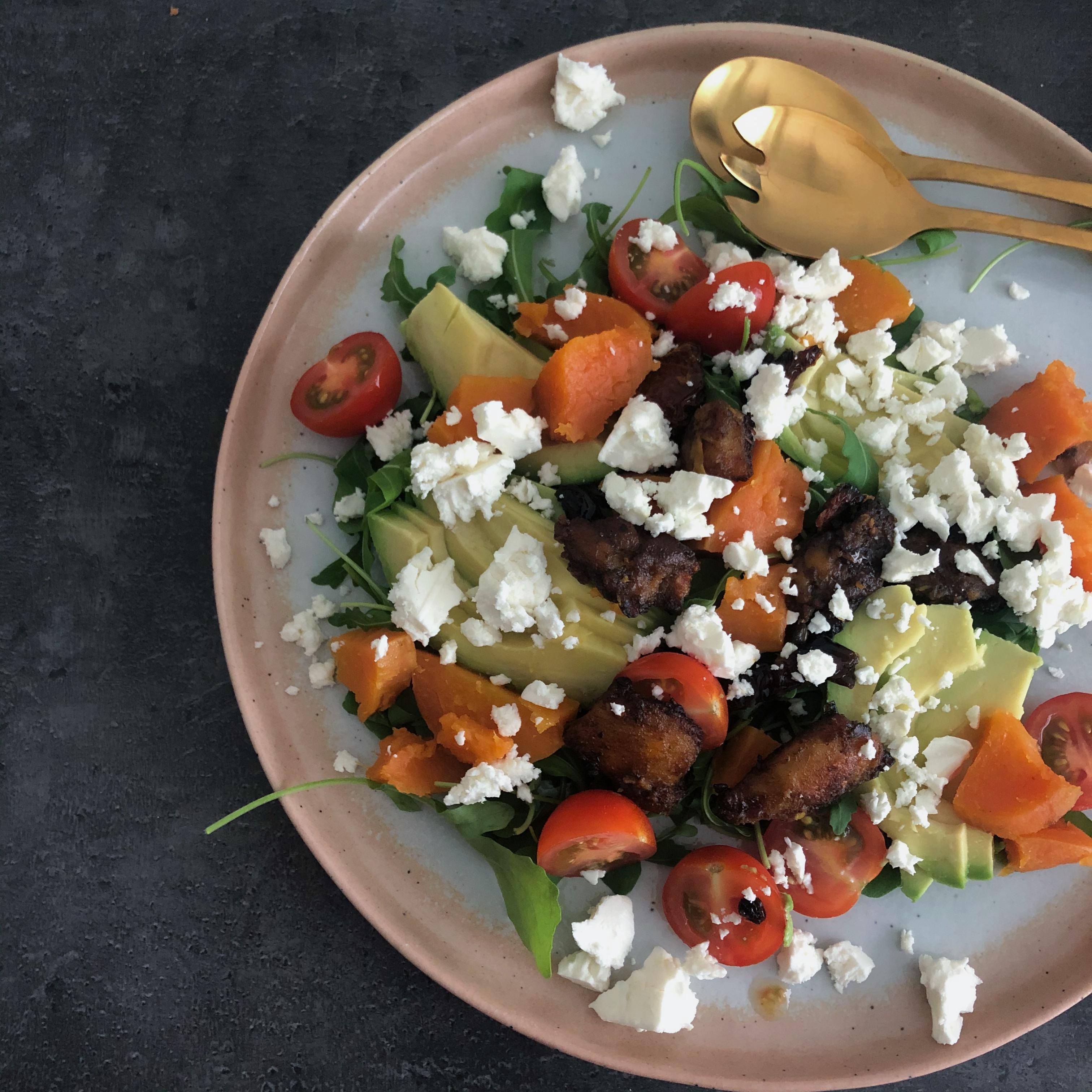 Salade met kip en gepofte zoete aardappel