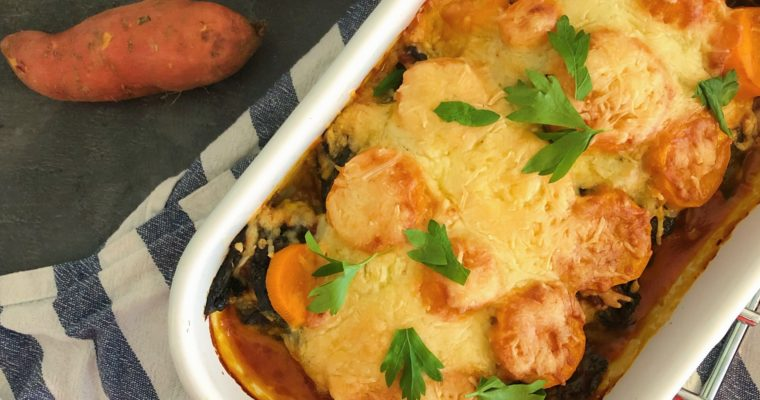 Zoete aardappel ovenschotel met chorizo, spinazie en geitenkaas