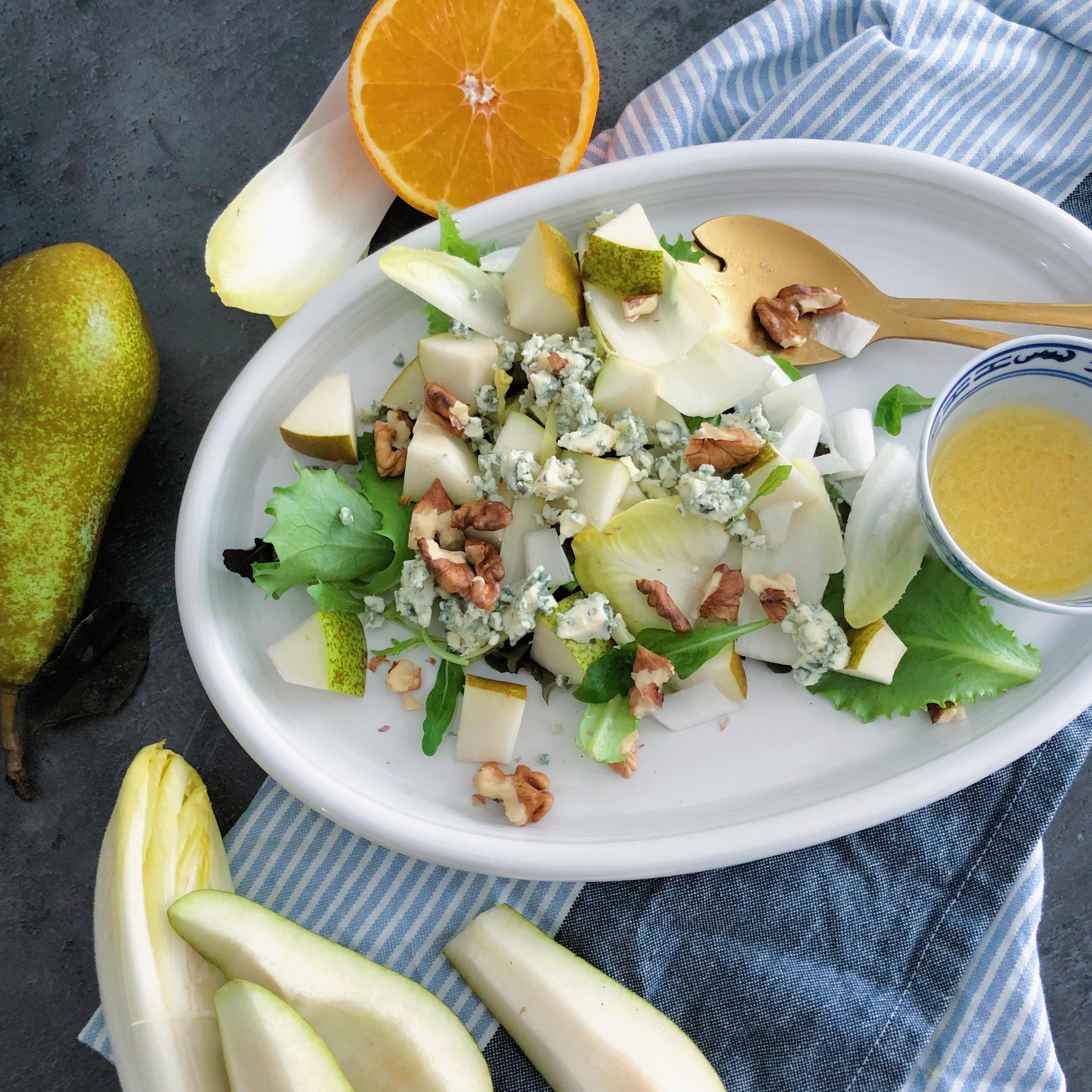 Witlofsalade met peer en blauwe kaas