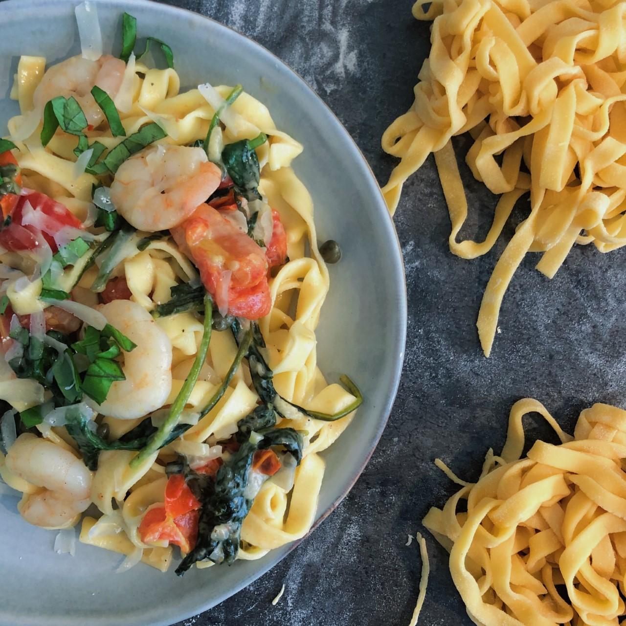 Verse tagliatelle met spinazie en gamba's